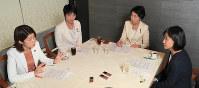 座談会で議論する(左から)国光文乃氏、森夏枝氏、早稲田夕季氏、西岡秀子氏=東京都千代田区で2017年12月4日、和田大典撮影
