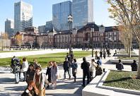 整備工事が完了した東京駅丸の内駅前広場=東京都千代田区で2017年12月7日、丸山博撮影