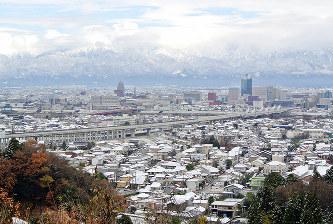 積雪:富山市内で今冬初観測 一...