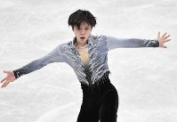 Japanese figure skater Shoma Uno performs during the men's short program at the ISU Grand Prix Final, at the Nippongaishi Hall in Nagoya's Minami Ward, on Dec. 7, 2017. (Mainichi)