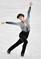 Figure skater Shoma Uno performs during the men's short program at the ISU Grand Prix Final, at the Nippongaishi Hall in Nagoya's Minami Ward, on Dec. 7, 2017. (Mainichi)
