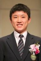 新人賞を受賞した卓球の張本智和選手=東京都文京区で2017年12月7日午後1時19分、和田大典撮影