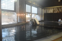 落ち着いた雰囲気でくつろげる「藤岡温泉ホテルリゾート」の温泉=藤岡市上日野で