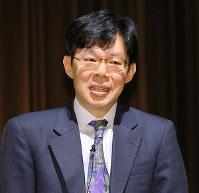 毎日21世紀フォーラムの例会で講演する谷川浩司九段=大阪市天王寺区で2017年12月8日、菅知美撮影