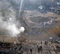 イスラエル軍による空爆で破壊されたイスラム原理主義組織ハマスの軍事関連施設=パレスチナ自治区ガザ地区で2017年12月9日、ロイター