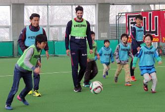 サッカー:ファジアーノ感謝祭 ...