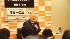 80人超の聴衆を前に話す加藤一二三九段=東京都中央区の八重洲ブックセンター本店で2017年11月29日、田中学撮影