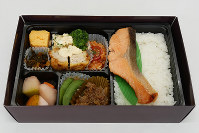 TSUKADA FARM TOKYO「生産者と一緒に作った幕の内弁当」(1580円)