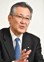 インタビューに答える宝ホーディングスの柿本敏男社長=京都市下京区で、望月亮一撮影