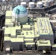 四国電力伊方原発3号機=愛媛県伊方町で3月、本社ヘリから幾島健太郎撮影