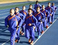 都大路に向け、走り込む倉敷の選手たち=岡山県倉敷市で、益川量平撮影