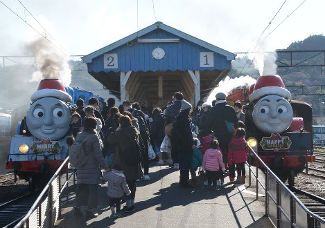 Photo Journal: Thomas takes a Christmas tour