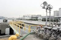 港湾空港技術研究所と共同で液状化対策を進める東洋合成工業高浜油槽所=千葉県市川市で2017年12月8日、飯田和樹撮影