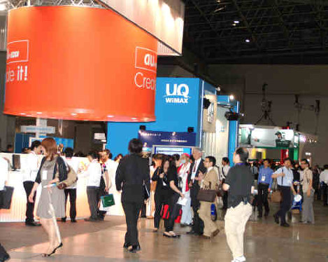The UQ Communications booth, center, is seen at Wireless Japan 2009. (Mainichi)
