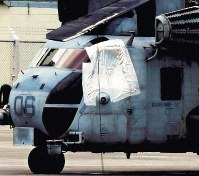 A CH-53E helicopter, the same type as the one from which a window fell, is seen at U.S. Marine Corps Air Station Futenma in Ginowan, Okinawa Prefecture, on Dec. 13, 2017. (Photo courtesy of the Ryukyu Shimpo)