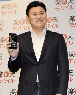 In this October 2014 file photo, Rakuten Inc.'s Chairman and CEO Hiroshi Mikitani is seen in Tokyo's Chiyoda Ward during an announcement about the firm's new low-price smartphone service unit. (Mainichi)