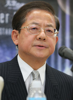 JR Central President Koei Tsuge speaks during a news conference about suspected rigging of a construction project bid related to the firm's maglev train line, in Nagoya, on Dec. 13, 2017. (Mainichi)