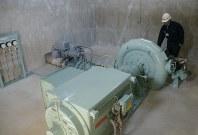 小水力発電施設内にある発電機