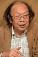 「政治の言葉は上っ面になっている」と指摘する金田一秀穂さん=東京都武蔵野市で、西本勝撮影