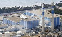 北陸電力志賀原発。再稼働が見通せない中、同社は2018年4月、電気料金の一部を値上げする=石川県志賀町で、本社ヘリから小関勉撮影