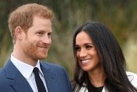 12月15日、英王室は、ヘンリー王子と米女優メーガン・マークルさんの結婚式が来年5月19日に執り行われると発表した。写真は先月27日撮影(2017年 ロイター/Toby Melville)