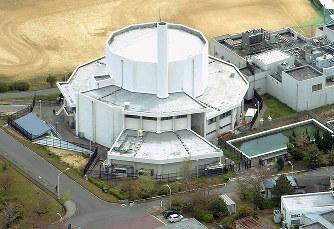 京大原子炉実験所:重水がタンク...