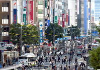 商工組合中央金庫広島支所の跡地には山陰合同銀行広島支店が入る。周辺にはビルが建ち並び、原爆ドームは見えない=広島市中区で2017年12月3日、山田尚弘撮影