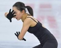 公式練習に臨む樋口新葉=東京都調布市の武蔵野の森総合スポーツプラザで2017年12月20日、手塚耕一郎撮影