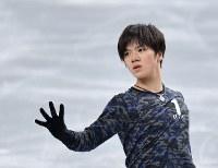 公式練習に臨む宇野昌磨=東京都調布市の武蔵野の森総合スポーツプラザで2017年12月20日、手塚耕一郎撮影
