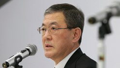スバルの吉永泰之社長=2017年12月19日、和田大典撮影