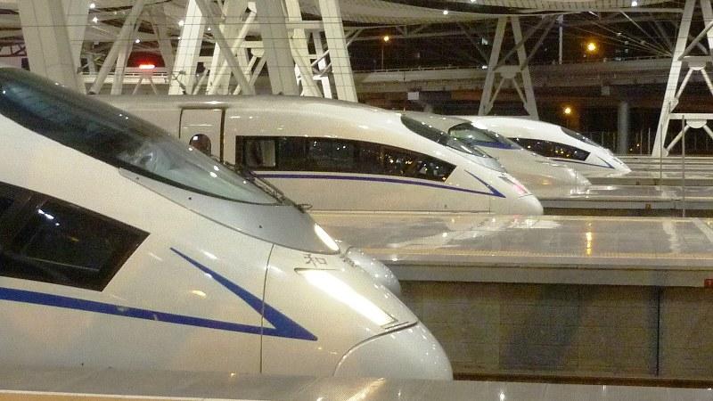 上海虹橋駅に並ぶ和偕号。先頭車両はさまざまな形がある(写真は筆者撮影)