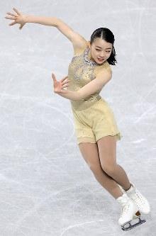 女子SPで演技する紀平梨花=東京都調布市の武蔵野の森総合スポーツプラザで2017年12月21日、佐々木順一撮影