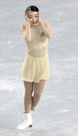 女子SPの演技を終え、笑顔を見せる紀平梨花=東京都調布市の武蔵野の森総合スポーツプラザで2017年12月21日、佐々木順一撮影