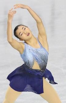 女子SPで演技する坂本花織=東京都調布市の武蔵野の森総合スポーツプラザで2017年12月21日、佐々木順一撮影