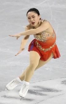 女子SPで演技する樋口新葉=東京都調布市の武蔵野の森総合スポーツプラザで2017年12月21日、佐々木順一撮影