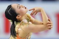 女子SPで演技する樋口新葉=東京都調布市の武蔵野の森総合スポーツプラザで2017年12月21日、手塚耕一郎撮影