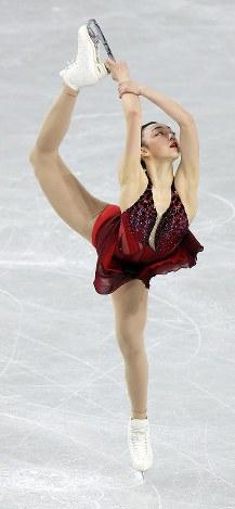 女子SPで演技する本郷理華=東京都調布市の武蔵野の森総合スポーツプラザで2017年12月21日、佐々木順一撮影