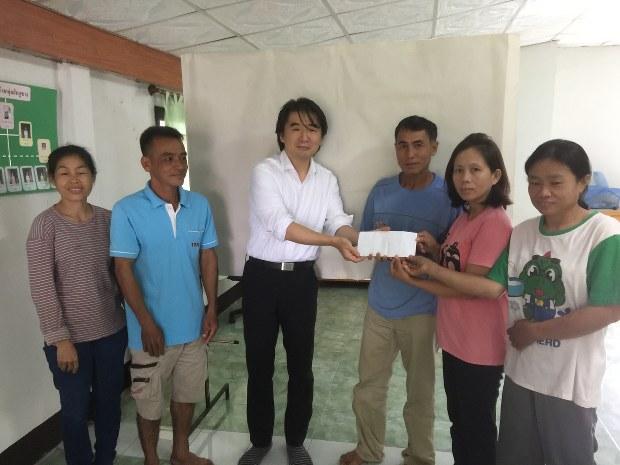 筆者が主催しているNPO法人GINAはこの地域のエイズ孤児に奨学金を支給している。写真はその授与式(2016年8月)=筆者提供