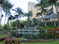 A sign is seen outside the sprawling Hilton Hawaiian Village resort in Honolulu on Nov. 13, 2017. (Mainichi)