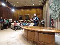 Hawaii Gov. David Ige speaks about international education in Honolulu on Nov. 14, 2017. (Mainichi)