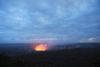 The glow of lava in the Halema'uma'u Crater of the volcano Kilauea is seen from the lookout at Jaggar Museum in Hawai'i Volcanoes National Park on Hawaii's Big Island on the evening of Nov. 16, 2017. (Mainichi)