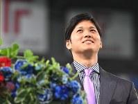 記者会見で笑顔を見せる大谷翔平選手=札幌ドームで2017年12月25日午後6時11分、竹内幹撮影