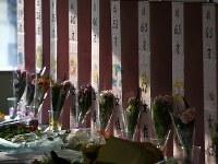 「津久井やまゆり園事件を考える相模原集会」で設けられた手作りの祭壇=神奈川県相模原市中央区で2017年5月27日、丸山博撮影