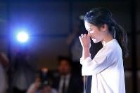 引退を表明し、記者会見で涙ぐむプロゴルファーの宮里藍さん=東京都新宿区で2017年5月29日午後1時46分、小川昌宏撮影