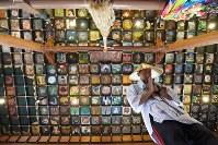 お遍路さんを迎える岩本寺本堂の天井画=高知県四万十町で2017年5月30日、山崎一輝撮影