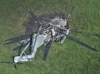 炎上した米軍のヘリコプター「CH53」=沖縄県東村高江で2017年10月12日午前8時38分、本社機「希望」から宮間俊樹撮影