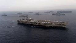 日本海で共同訓練を実施した米空母「ロナルド・レーガン」(手前)など=2017年6月1日(自衛隊提供)