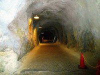 吉見百穴にある、軍需工場跡の内部=埼玉県吉見町で、栗原俊雄撮影