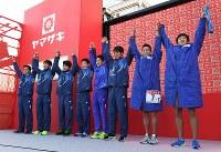 前回大会で18年ぶりに優勝した旭化成=前橋市で2017年1月1日、徳野仁子撮影