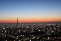 朝焼けが広がる東京=東京都豊島区サンシャイン60展望台で2018年1月1日午前6時6分、松崎進撮影